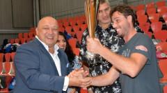 Министър Кралев награди победителите в детски волейболен турнир