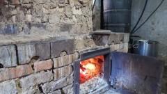 Митничари задържаха близо тон контрабанден алкохол в Разградско