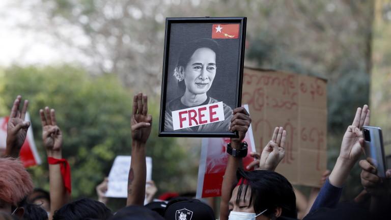 Протестите в Мианмар продължават въпреки забраните на хунтата