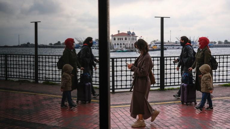 На здравни работници ще се прилага китайска ваксина срещу коронавирус