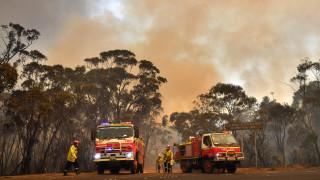 Армия и пожарникари заедно в битката срещу пожарите в Австралия