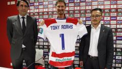 Тони Адамс не помогна на Гранада, отборът изпадна от Ла Лига