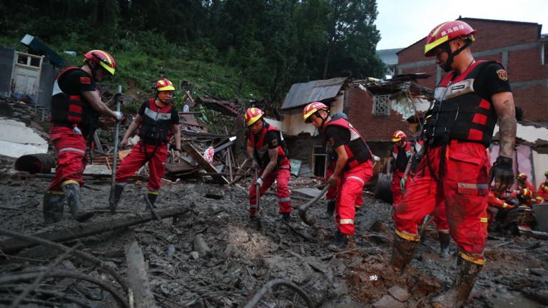 Броят на загиналите от тайфуна Лекима, който удари брега на