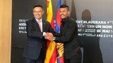 И журналистите се присмяха на новото мултимилионно попълнение на Барселона (ВИДЕО)