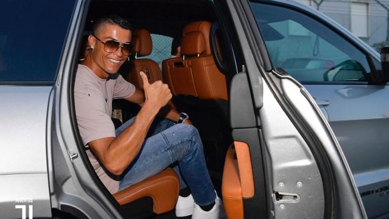 Кристиано Роналдо вече е на базата на Ювентус в Торино,