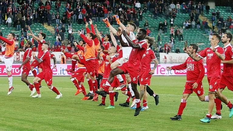 Два от традиционните италиански футболни отбори - Бари и Чезена,