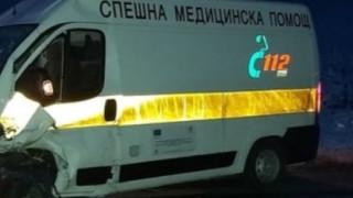 Линейка и микробус се блъснаха, затвориха пътя за Видин