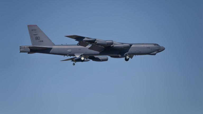 Руски изтребител е съпроводил американски бомбардировач B-52H, когато е наближил