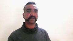 Пакистан връща индийския пилот при условия
