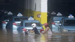 Жертвите на наводненията в Джакарта вече са над 40