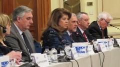 """Йотова критикува """"лабораторното съчинение"""" на Юнкер за ЕС"""