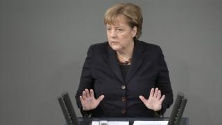 Меркел втвърди тона към Гърция заради бежанците