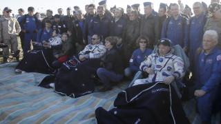 Трима членове на МКС се завърнаха на Земята след пет месеца в космоса