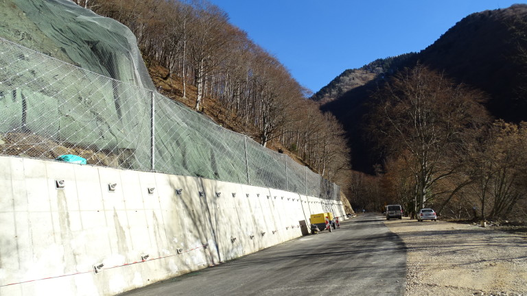 Автотунелът при свлачището под Рилския манастир - готов до септември