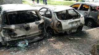 2 коли пламнаха пред Спешното в Бургас