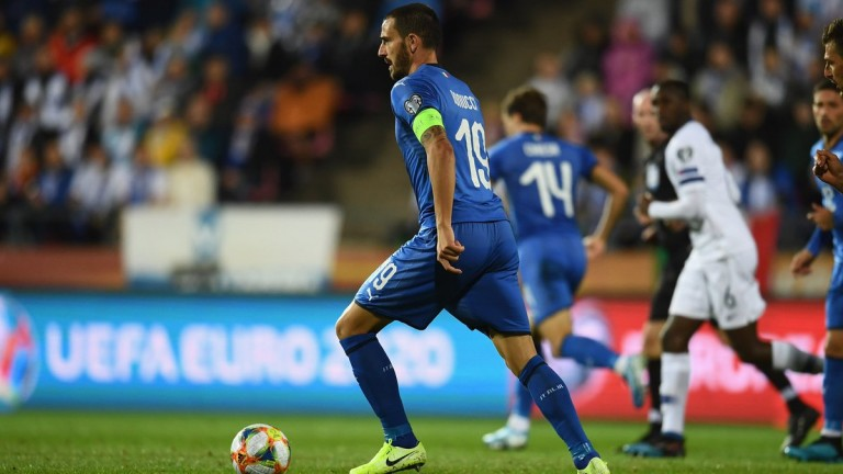 Леонардо Бонучи влезе в топ 10 по мачове за Италия
