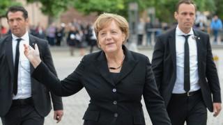 Платформата на Меркел -  премахване на безработицата и милиарди евро облекчения