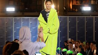Риана показа стила си в Париж (СНИМКИ)