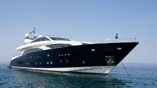 Couach 3700 Fly - една от най-новите, бутикови и красиви яхти
