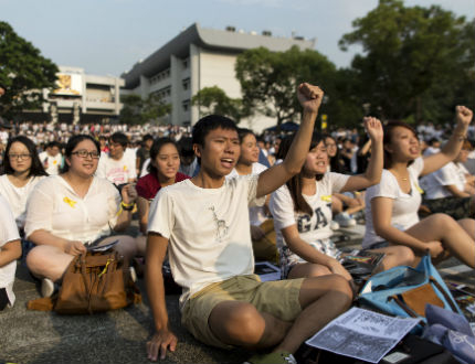 Хиляди студенти в Хонконг протестират срещу Китай
