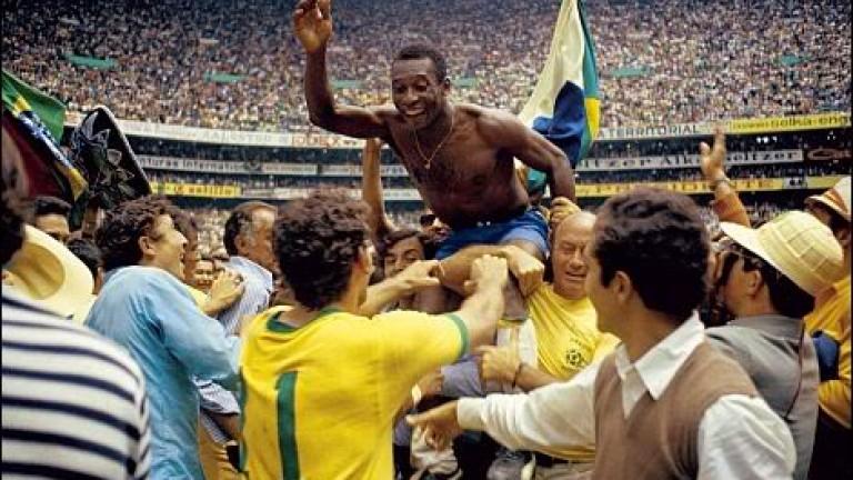 Футболната легенда Пеле продължава да страда за своя приятел Диего