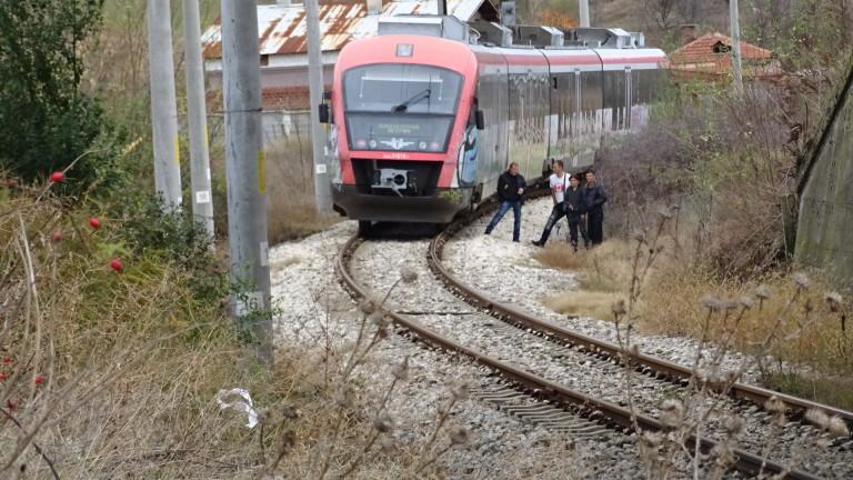 Пътнически влак блъсна мъж, пресичащ неправилно жп релси край Благоевград,