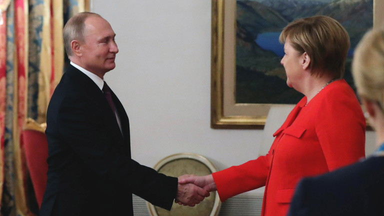 Германският канцлер Ангела Меркел изрази пред руския президент Владимир Путин