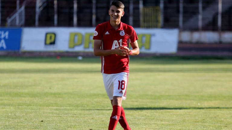 Майката на Смоленски: Докато има шанс да играе в ЦСКА, ще отказваме на Лудогорец