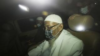 В Индонезия пуснаха на свобода радикален ислямистки духовник