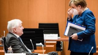 Меркел настоя: Нуждаем се от строгите COVID-19 мерки до април