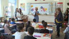 Столичното 66-то СОУ, което не се страхува от учениците бежанци, очарова Манолова