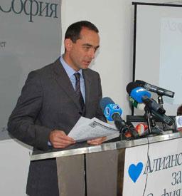 Десните: Борисов иска да сложи ръка на общинските фирми