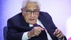 Кисинджър предупреди САЩ и Китай, че търговската им война води до истинска