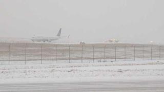 Самолет излезе от пистата при кацане в Чикаго