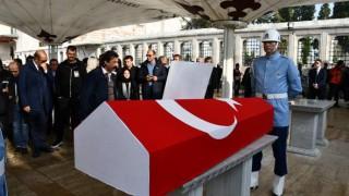 Хиляди почитатели и военен караул изпратиха Наим Сюлейманоглу