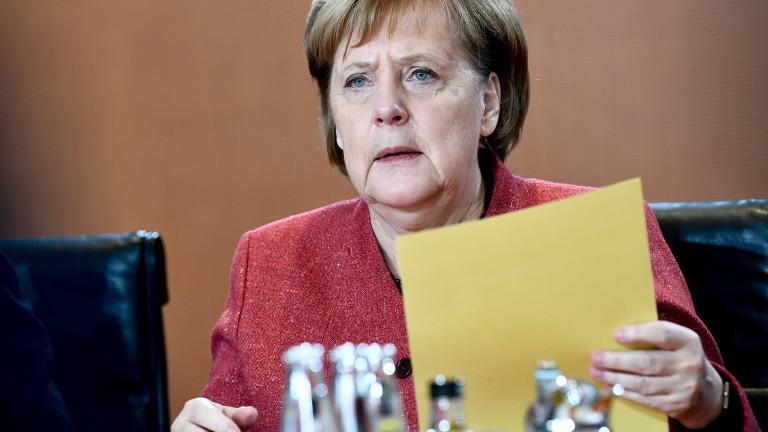 Християндемократическият съюз (ХДС) проучва възможността Ангела Меркел да предаде пълномощията
