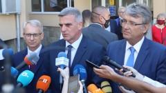 Янев отсече: Няма да въвеждаме задължителна ваксинация