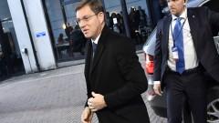 Премиерът на Словения изправен пред импийчмънт заради бежанец