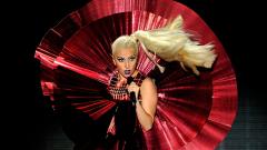 Лейди Гага избра квартални барове за промоция на албум
