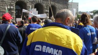 """Работниците от """"Емко"""" си искат и договорите"""