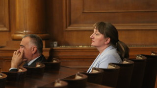 Сачева призна, че не достигат асистенти за хората с увреждания