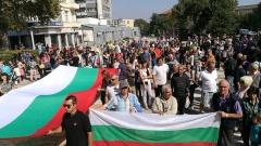 200 души протестират срещу бежанския център в Харманли