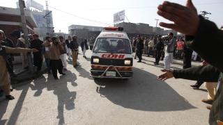 Екстремисти избиха над 30 души в университет в Пакистан