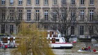 Париж със спешни мерки заради опасното покачване на Сена