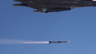 """Raytheon: България избра ракета AMRAAM за отбрана """"въздух-въздух"""""""