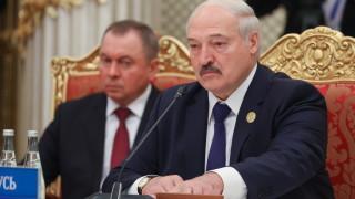 Лукашенко прехвърля правомощия на правителството и местните власти