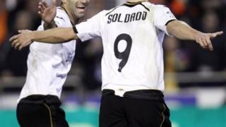 Четири гола за десет минути донесоха важни точки на Валенсия