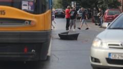 """Трамвай удари кола в София, движението в посока """"Дружба"""" е блокирано"""