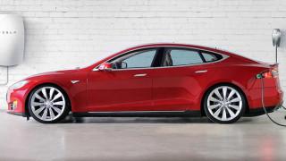 Срещу $1000 Tesla монтира зарядни станции в домовете