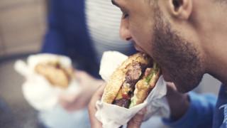 Защо ястията в ресторанти за бързо хранене имат по-малко калории от тези в ресторантите
